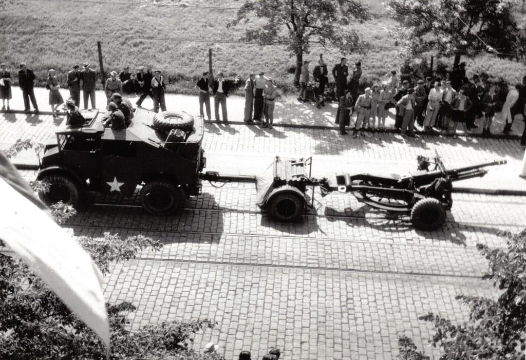 Ford-Quad-25pdr.-Praha-1945